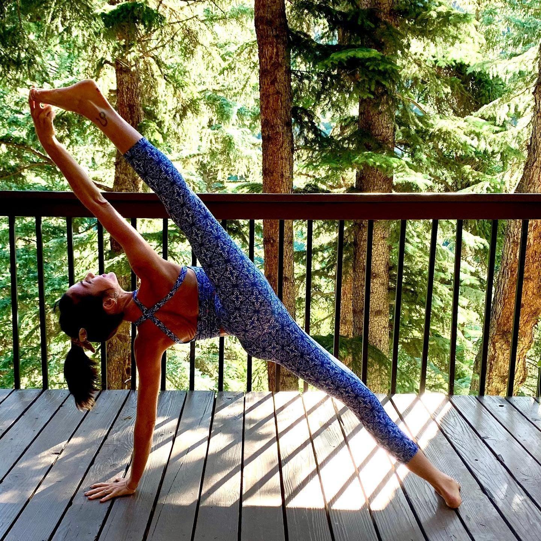 Grace Yoga Halter Crop Top Persian Tile